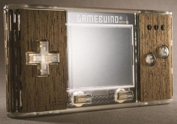 Arduinoベースのゲームマシン「Gamebuino META」が誕生