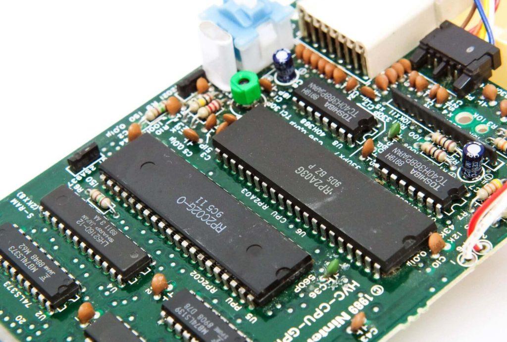 ファミコンのPPU、CPU、クリスタル