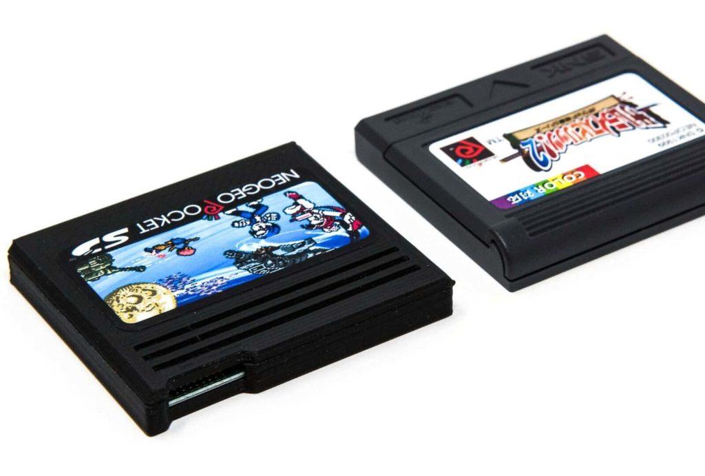 NeoGeo Pocket SDのmicroSDカードスロット