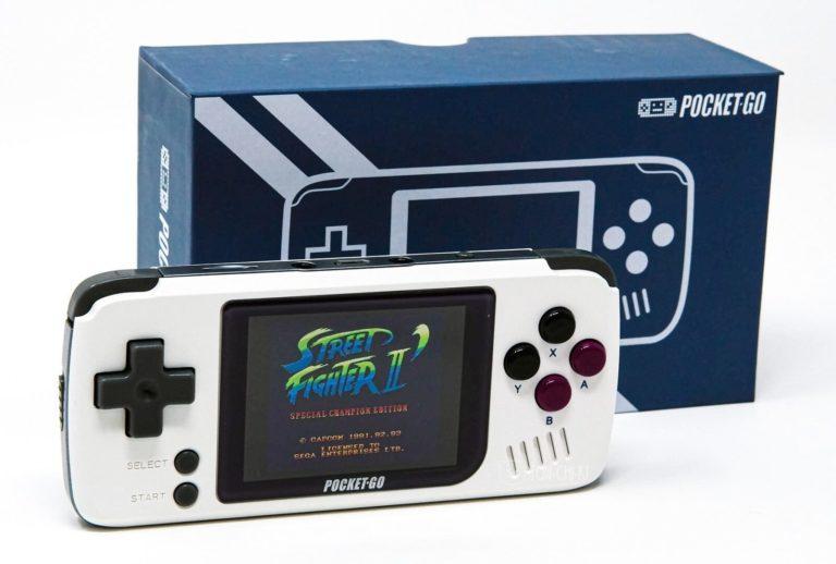 ファミコンコントローラーサイズの中華ゲーム機「PocketGo」実機レビュー